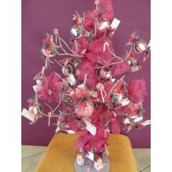Bonbon transparent sur un arbre