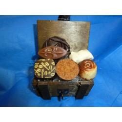 Mini Coffre en bois garni chocolats