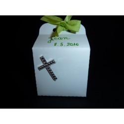 Cube en carton décoré
