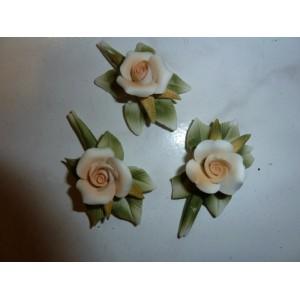 Fleur en porcelaine pêche